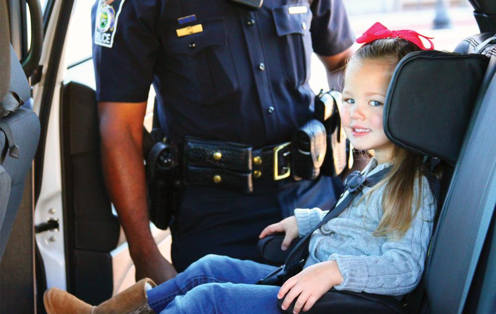 IMMI-GO-Car-Seat_Girl_Police.jpg