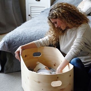 Sometimes a seemingly tricky situation can be turned into a successful and sustainable idea: Like Benni's Nest. A unique new product by @bennisgram. A calming bassinet for deep, profound sleep, just what newborns need when coming to this world. Read more about the special wood and idea behind it on the blog today. Link in profile.