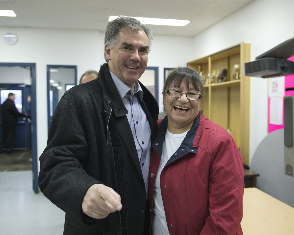 Premier meets with Lubicon Chief 44921a.jpg