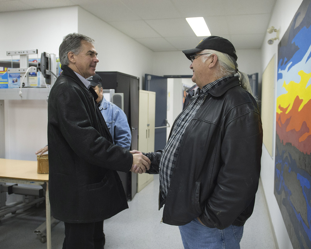 Premier meets with Lubicon Chief 44914a.jpg