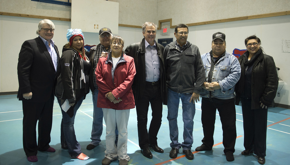 Premier meets with Lubicon Chief 44960a.jpg