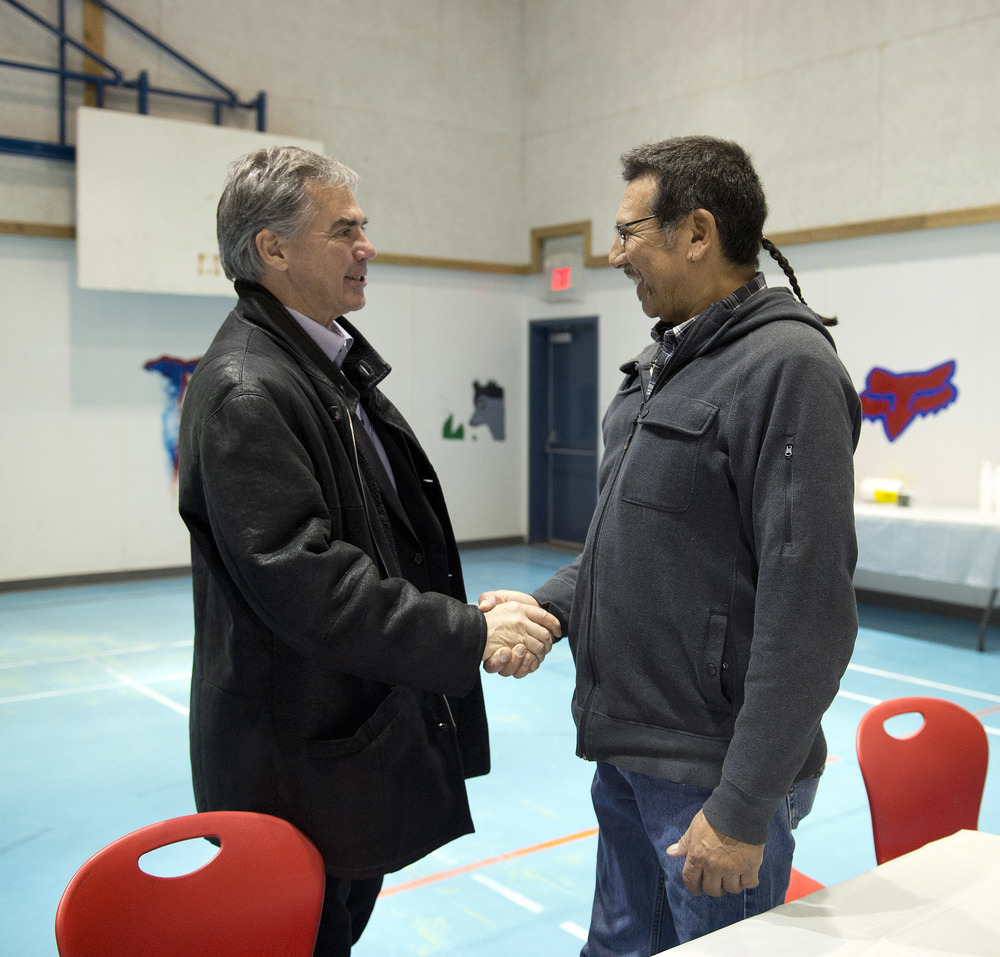 Premier meets with Lubicon Chief 44934a.jpg