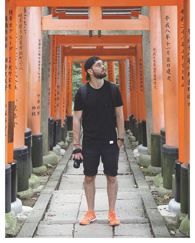 Throw back in Japan 🇯🇵 with the inari shrine in Kyoto. #travel #japan #koyoto #bigplanet #redgates #holidays #takemeback photo taken by the almighty @Alex_kitain