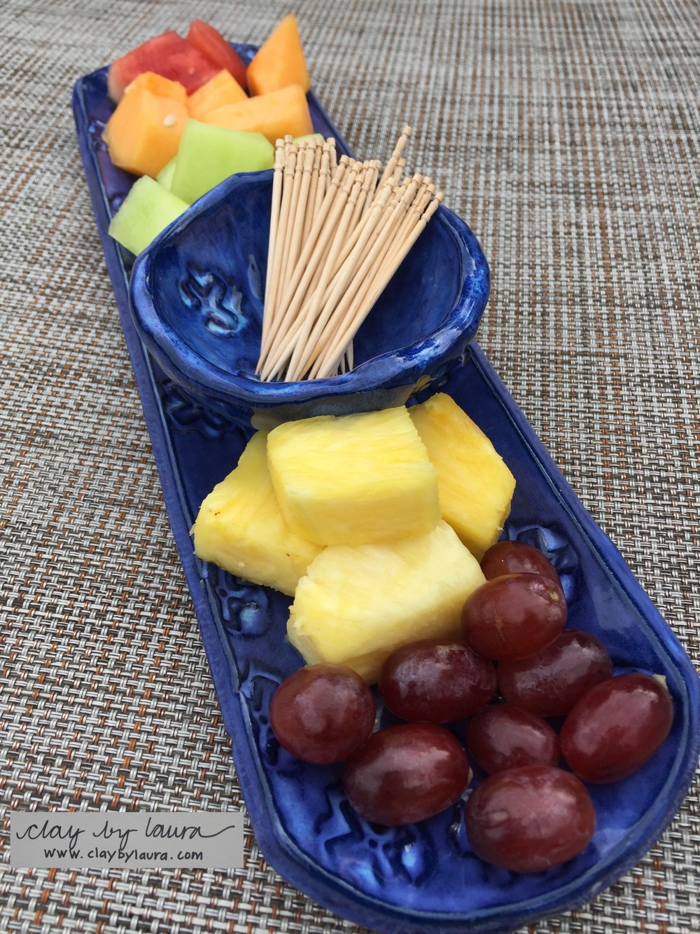 This Small Tray-n-Bowl set is perfect for serving sushi, fresh fruit or small bagels and your favorite spread.