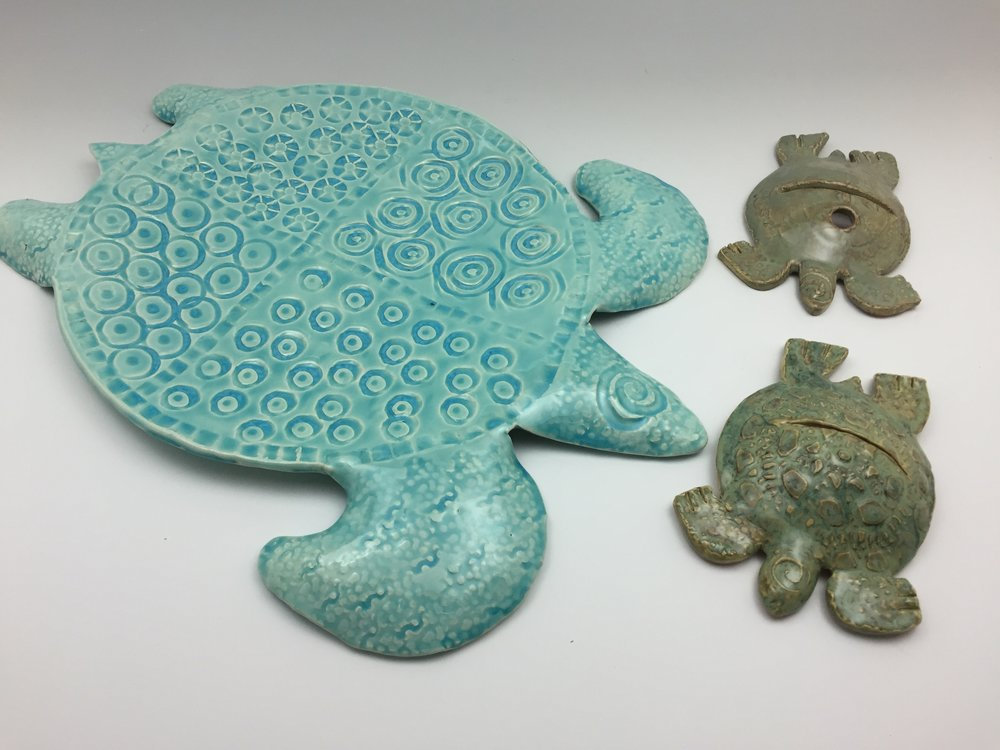 Sea Turtles were a big theme for me when we lived in Hilton Head. I loved the random texture combinations I used on the large platter and made the smaller versions to hold a pen and pad, recipe card or photo!