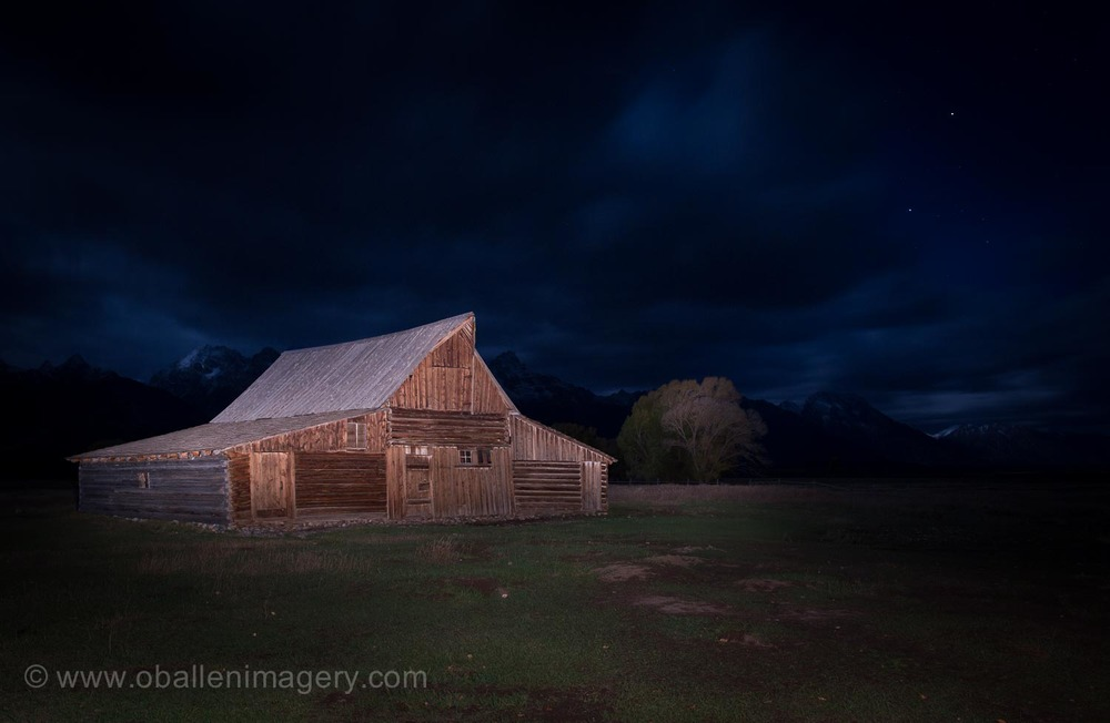 This famous barn always attracts a crowd. This night I was the only one there. It is a rarity because the evening before there were others. It is a beautiful place.