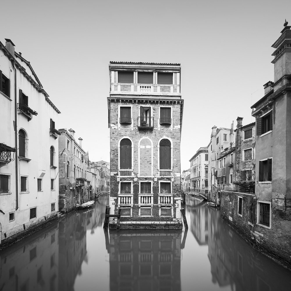 indipendenza - venice, italy, 2017   LIMITED EDITION OF: 50  IMAGE SIZEs and prices (print only / framed):  30x30 - £145 / £225 - £255  45x45 - £195 / £290 - £335  60X60 - £275 / £465 - £560