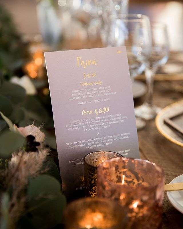 Loving the tone this ombré + gold foil menu is setting for the table 🤩