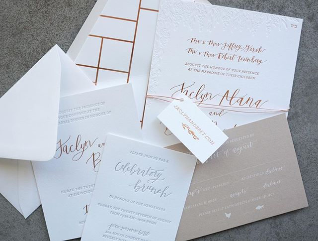 You definitely can't go wrong with rose gold, letterpress AND taupe paper 🙌🏻
