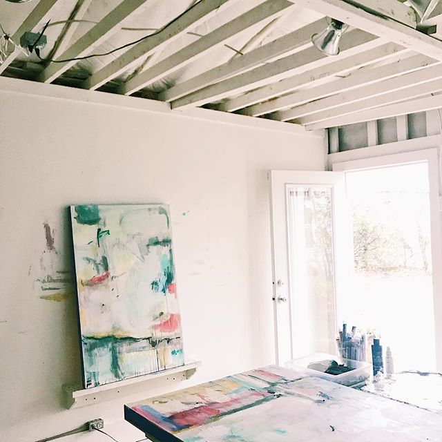 Friday Studio🌱 . . . . .  #yeahthatgreenville #visitgreenvillesc #kiahannbellowsart #paintingonpanel #paintingoncanvas #doingneutralright #howyouhome #makehomeyours #simplystyleyourspace #buyart #originalart #shopsmall #shopsmallbiz #interiors #interiordesign #galleryartist #prettylittleinteriors #dscolor #mybeautifulmess #artconsultant #thenewbohemians #commissions #artwork #originalart #customhome #customwork #customartwork