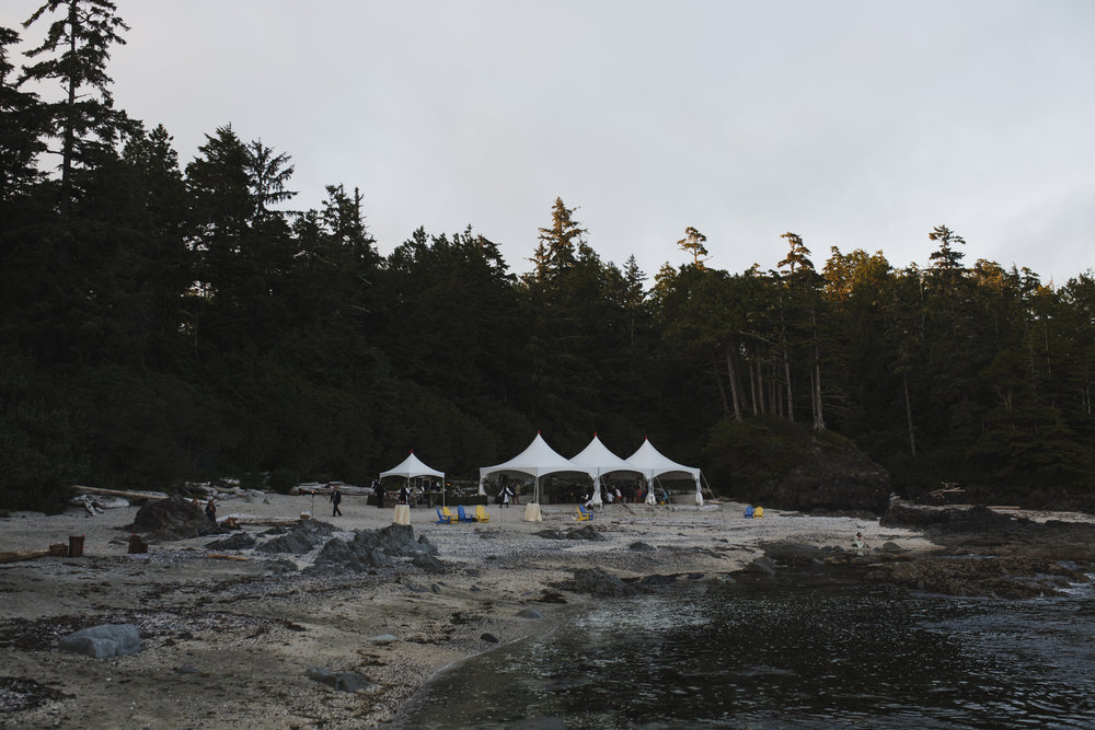 beach reception tofino wickaninnish inn wedding