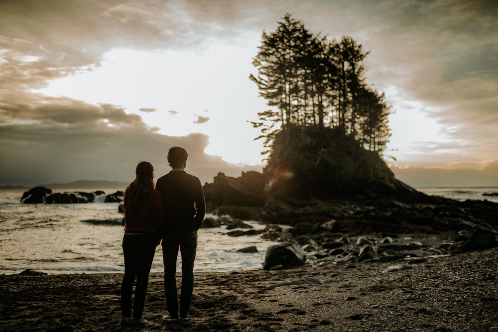 Silhouette of the couple Botanical Beach, Vancouver Island engagement