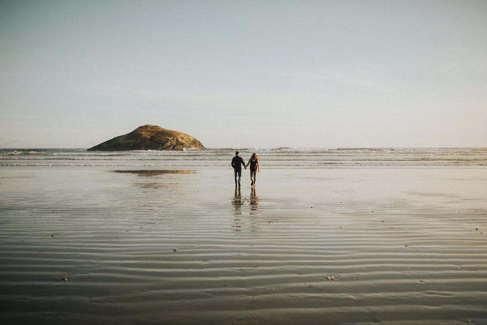 tofino engagement session - long beach-4.jpg