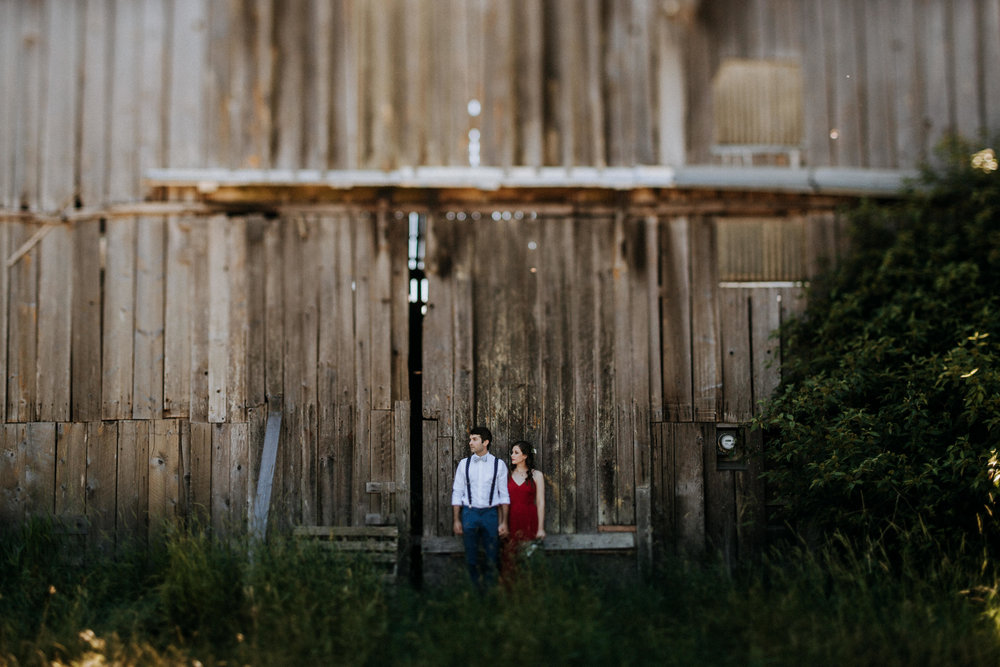 bride and groom in front of barn, Courtenay BC Wedding Photographer