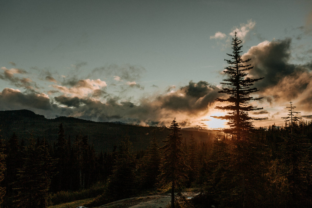 Sunset at Raven's Lodge, Mount Washington Wedding photographer