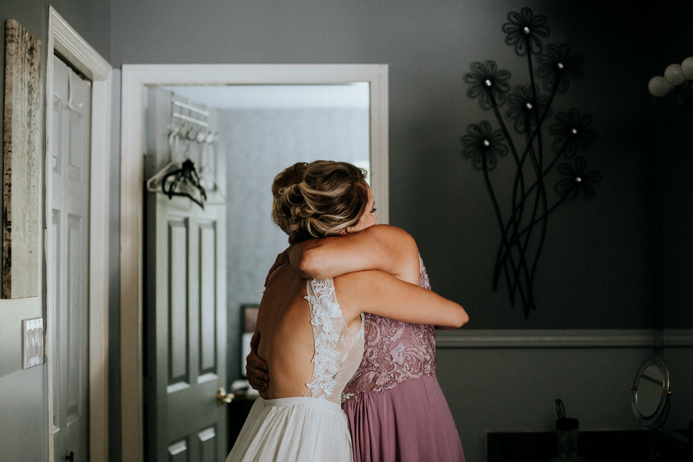 bride and mom hug Port Alberni wedding Photographer