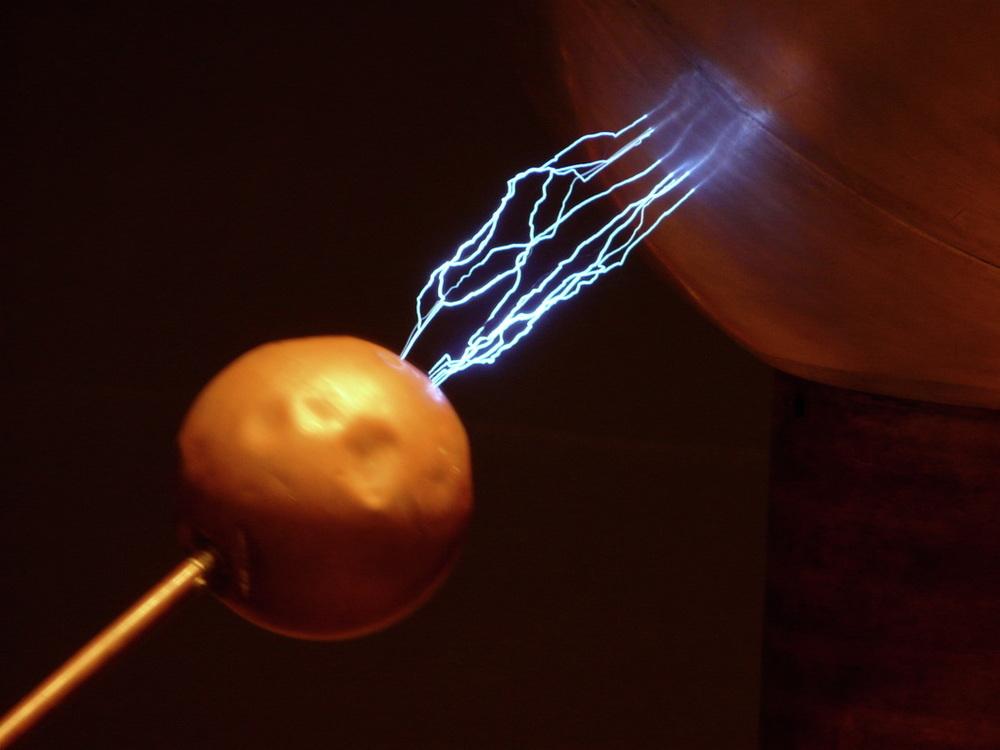 Sparks from a giant Van de Graaf generator