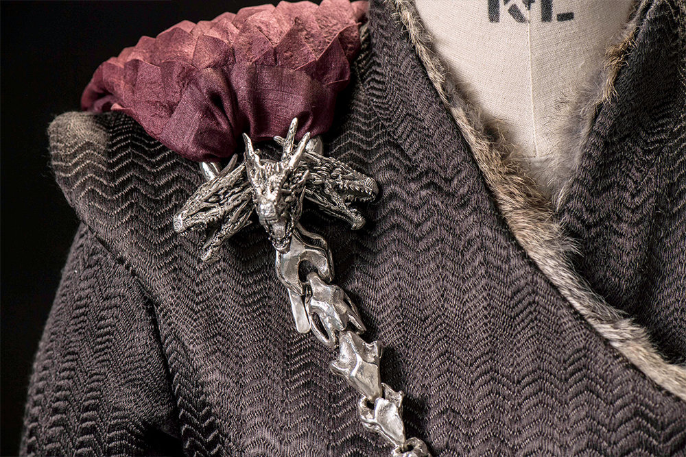 To dress a queen the season 7 costumes of daenerys and for Daenerys jewelry season 7