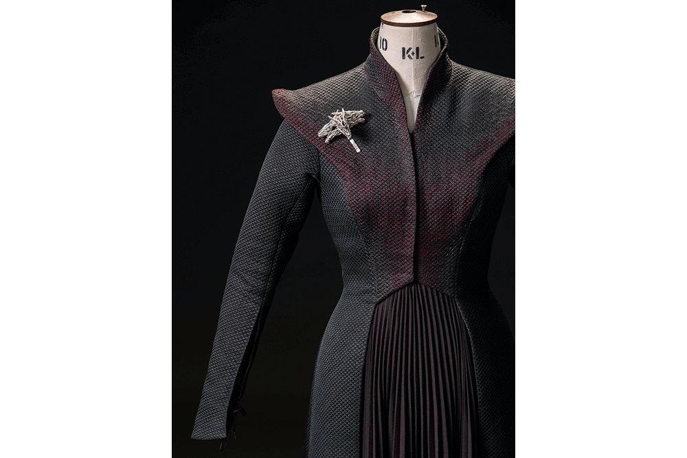 mgot_daenerys_costumes_slideshow_05_1200x800.jpg