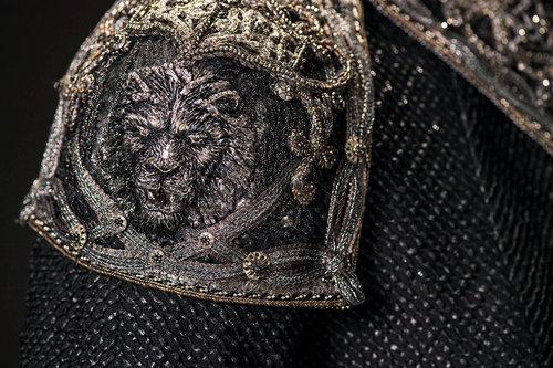 mgot_cersei_costumes_slideshow_04_1200x800.jpg