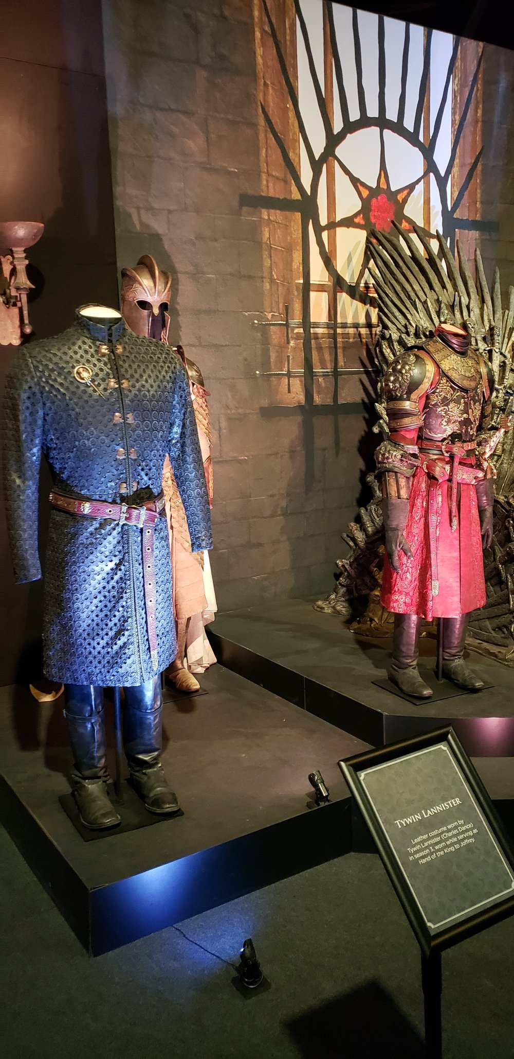 Twyin Lannister's costume and others in Throne Room