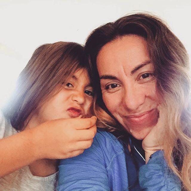"""Family is not an important thing... It's everything."" Michael J Fox.... Here's to another great week. 💞💞💞💞 #family #inspiration #familia #familytime #familylove #familyloving #familylove #familyfirst #muse #minime #myworld #hgf #hgfwoman #chilenas #chilena #girlpower @rosekenzi"