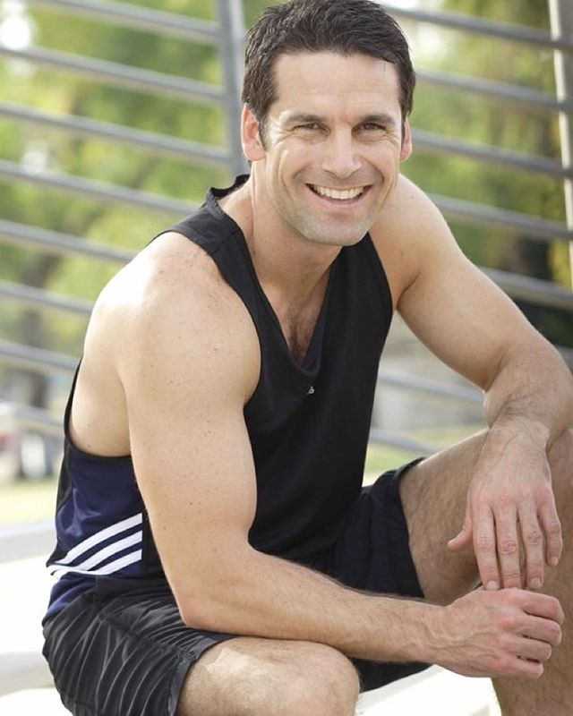 Today on #healthgoesfemale, 5 tips to reverse the clock. Health and fitness expert Guy LaBrusciano of @crossfitlosfeliz takes us through his best advice for de-aging our bodies.