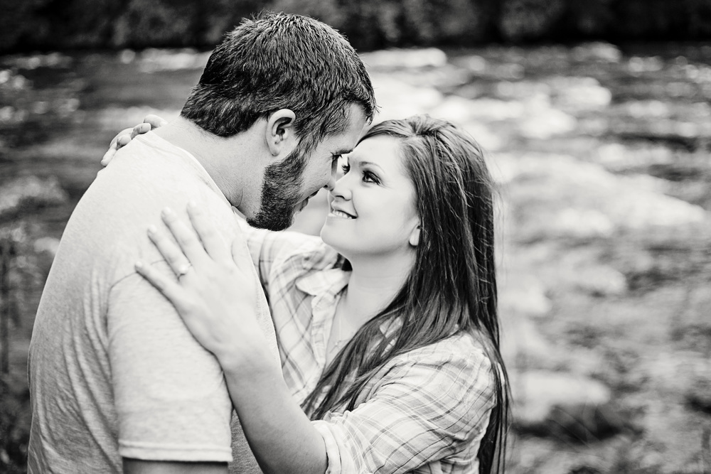 River side_Engagement_Session_Wilkes_County_Photographers.jpg