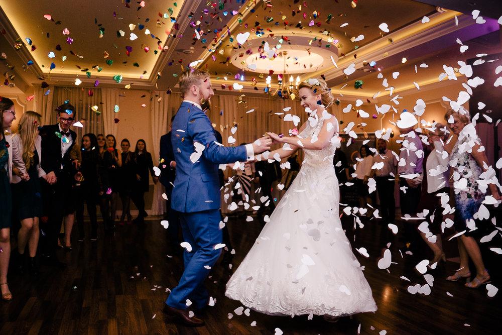 konfetti - pierwszy taniec