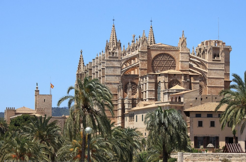 gothic-cathedral-of-palma-de-mallorca-spain-1600x1057.jpg
