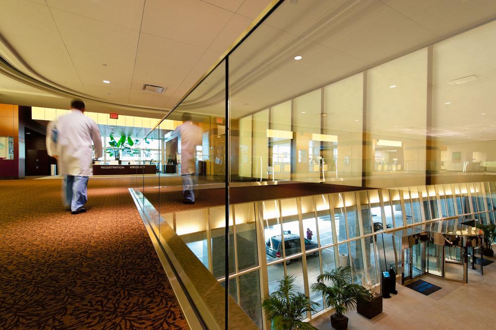 626-04219-lobby.JPG