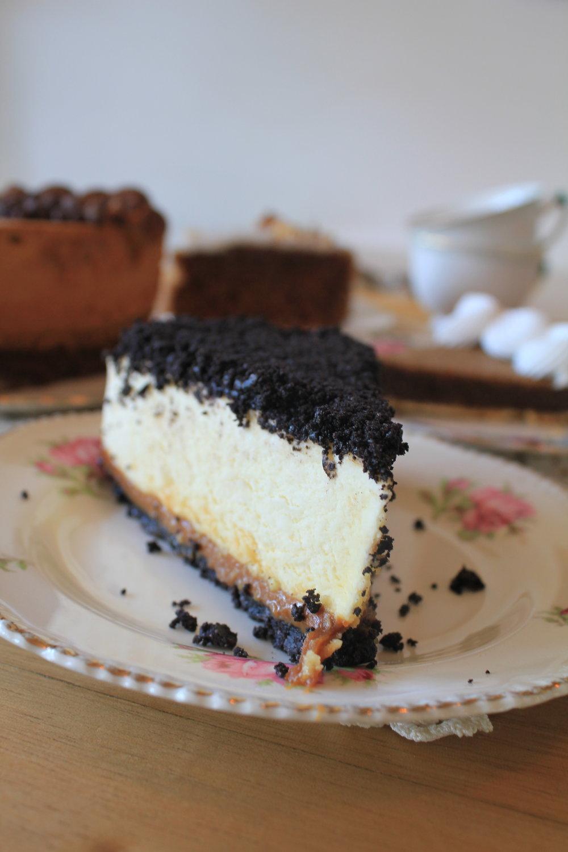 Oreo Cake $1100/1600 - Base oreo, ducle de leche, suave crema, recubierta con cookies oreo.