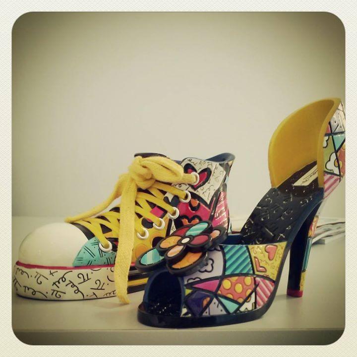 Os sapatinhos da Santa representando a Taísa (no tênis) e a Sandra (no salto)! :p