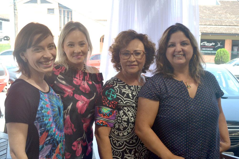 Com as clientes Fernanda e Sueli Brandão, da Feira do Livro de Joinville!