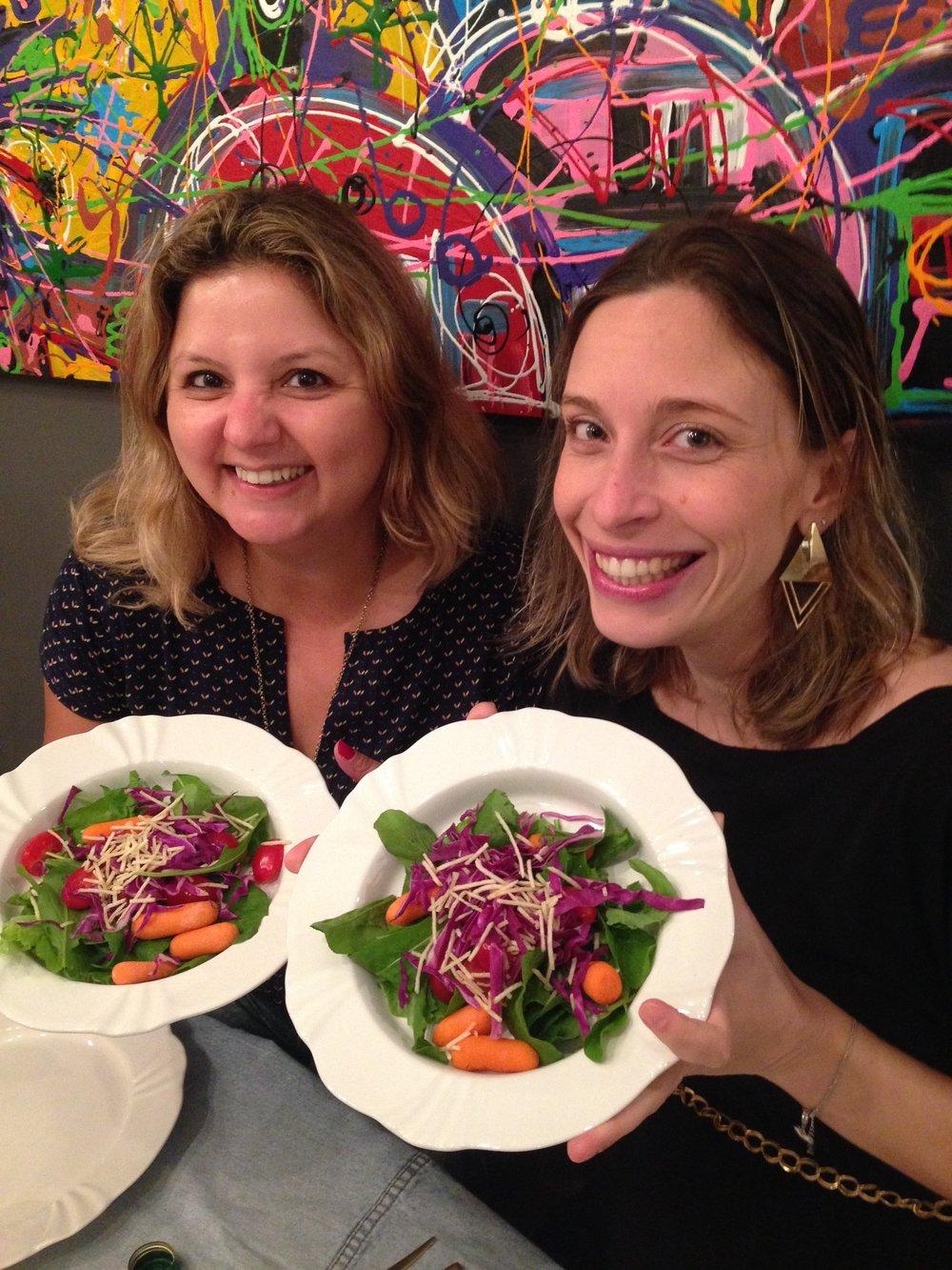 Simmmm, juntas na alegria e nos desafios de comer salada! E essa foi fácil, porque estava deliciosa, preparada pela querida Sarah Pinnow, dezembro 2015!