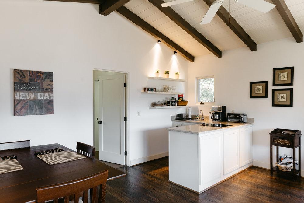 201700302-Airbnb-Monterey-home-decor-design.jpg