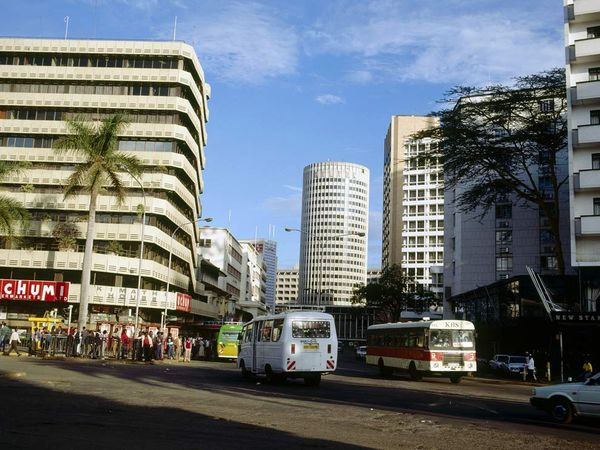 Kenyatta Avenue in Nairobi - A typical African city center