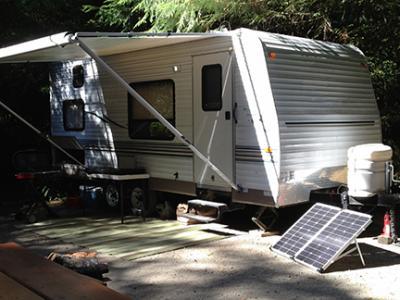 80-watt_trailer_charging.jpg