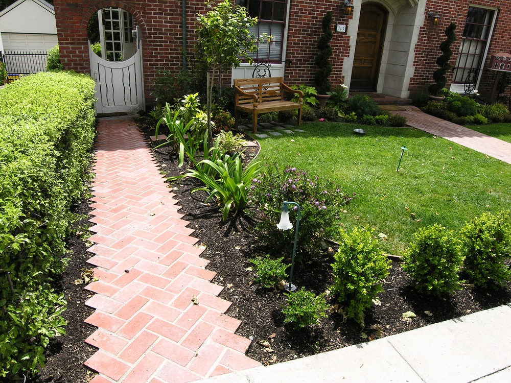 Work Featured on HG TV's Curb Appeal.JPG