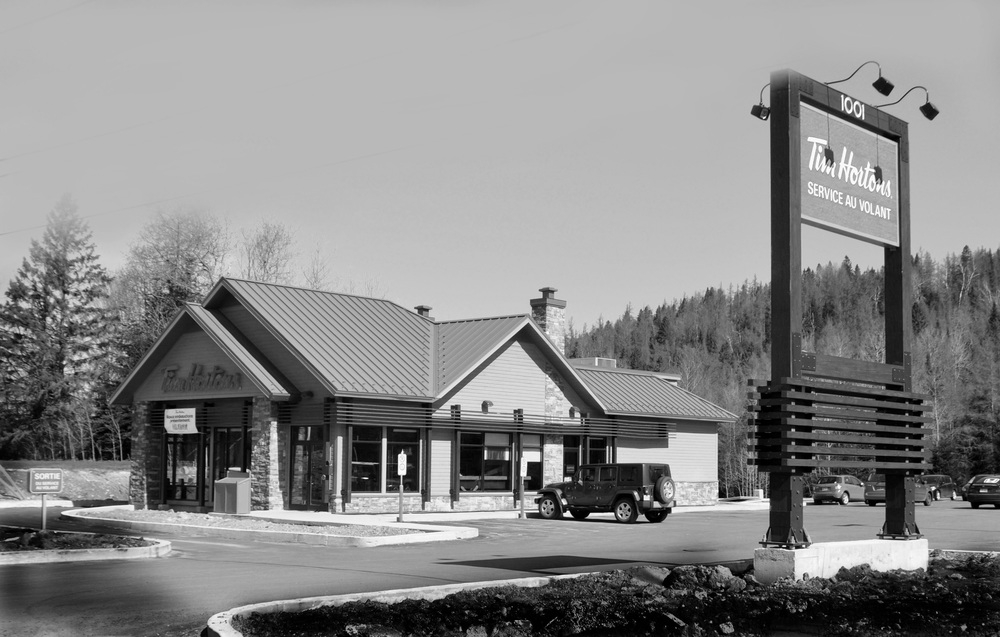 Tim Horton's: Development Commerciaux, Ste-Agathe-des-Monts, Quebec