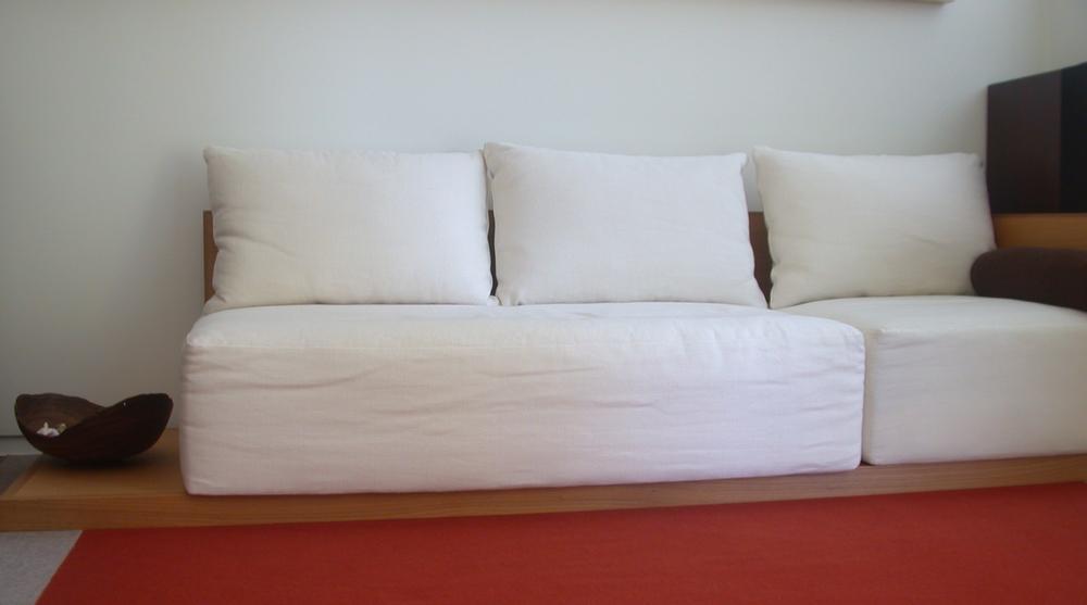 Kings Road Sofa With Orange Rug