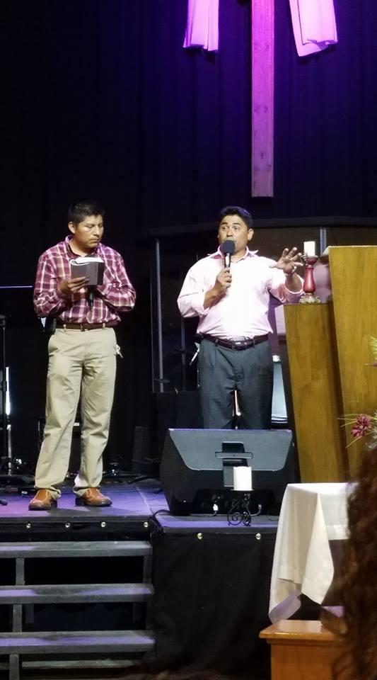 Servicio de adoración en Español - Los domingos por la noche a las 5. Adoración, compañerismo, y predicación