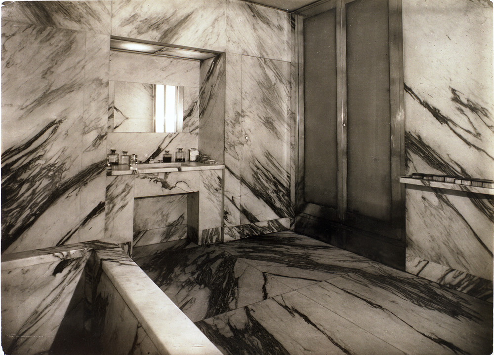 Bathroom in the apartment of Jean-Michel Frank. Paris, 1925.