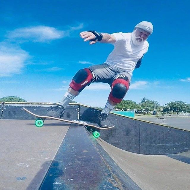 Our man in Hawaii...Mr. Darren Ho, playing on the greens! #darrenho #hawaii #kryptonicswheels #kryptonics #skateboarding #townandcountry