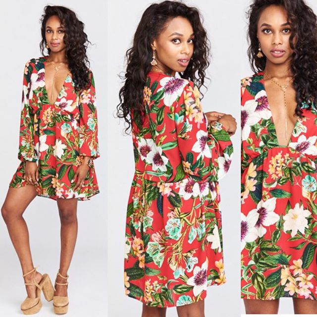 The perfect holiday floral is here. #theLUXElife #newarrivals #showmeyourmumu