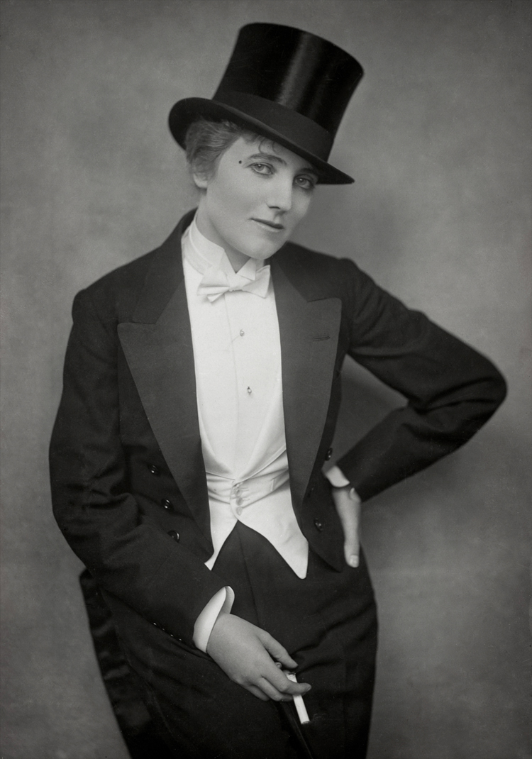Gina Palerme in Costume for Bric-a-Brac at the Palace Theatre , 1915