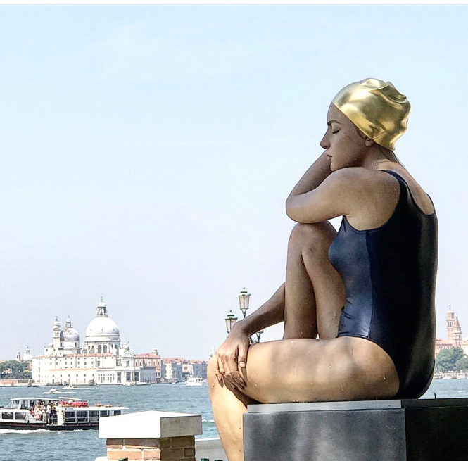 The Midpoint , sculpture by Carole Feuerman pictured in the Giardini Della Marinaressa in Venice.
