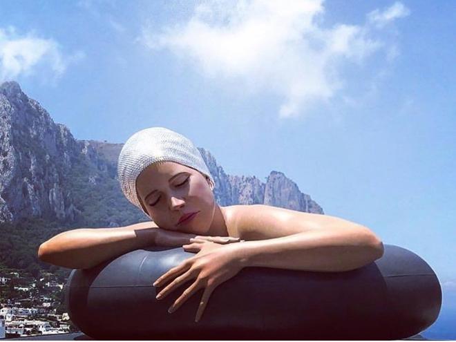 Serena in Piazzetta Capri
