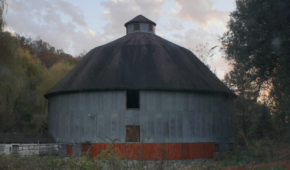 Harris Barn, west of Hillsboro