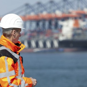 dock-worker-on-shore-tanker-background-300x300.jpg